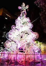 unique christmas 30 unconventional christmas trees you t seen before hongkiat