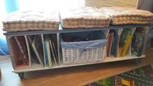 transformer un meuble ancien un ancien petit meuble transformé en banc de lecture pour enfant