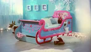 deco chambre reine des neiges avec ce lit la reine des neiges votre fille ne râlera plus