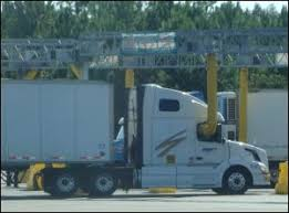 Sleeper Trucks With Bathrooms Semi Tractor Truck Living