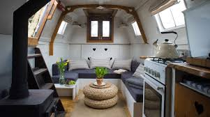 airbnb houseboats the best london houseboats on airbnb the plum guide