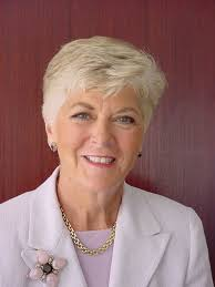 short hairstyles for women with thick hair over 60 for my m i l