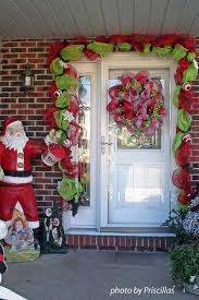 Outdoor Christmas Decorations Front Porch by Hang Outdoor Christmas Wreaths To Charm Your Home