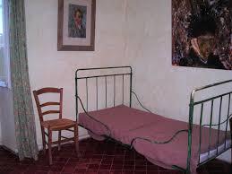 chambre de gogh chambre de vincent gogh à paul de mausole sur les pas de