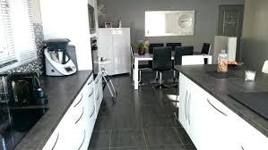 cuisine gris et blanc cuisine noir et blanc laqu beautiful beautiful cuisine sol damier