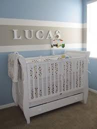 mur chambre bébé prénom et rayures au mur prénoms enfant rayures et mur