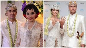 wedding dress nagita slavina saat warganet bandingkan raisa dan nagita slavina bintang