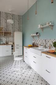 papier peint pour cuisine blanche relooking cuisine pour lui donner une seconde vie et la moderniser