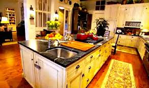 paula deen kitchen furniture paula deen s house kitchen in hooked on houses