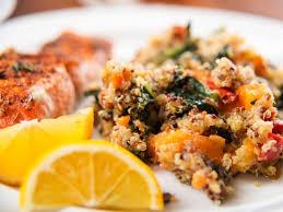 cuisiner le quinoa délicieuse recette de saumon rôti à la courge et au quinoa