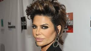 how does lisa rinna cut her hair lisa rinna says being a momager is her hardest job yet