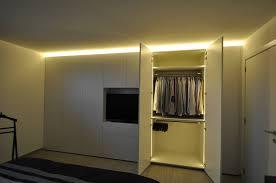meuble chambre sur mesure armoire sure mesure avec télévision dans chambre à coucher
