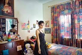 dans sa chambre une fille et sa chambre