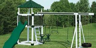 3 things to consider when purchasing a backyard swing set