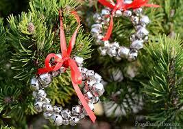 easy to make jingle bell wreath ornaments