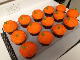 fall themed cupcakes just hope everyone has room for these after