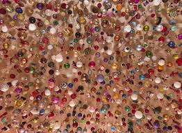 this more than 2 500 baubles are hanging on this