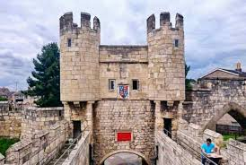 how to spend a full day walking york city walls the gap year edit