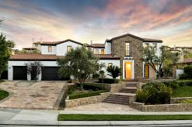 where is the bachelor mansion 10 years of the kardashians trying to keep up with the family u0027s