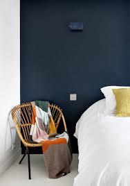 peindre les murs d une chambre peinture bleu nuit sur un mur un 1 2 mur kitchen color