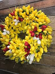 bright beautiful tulip wreath to dress up that front door for