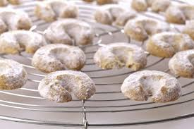 vanilla almond crescent cookies recipe