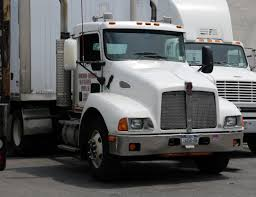 2014 kenworth file kenworth t300 tractor in white jpg wikimedia commons