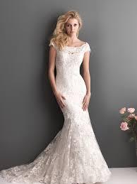 perfectly looking mermaid scoop lace wedding dress on sale