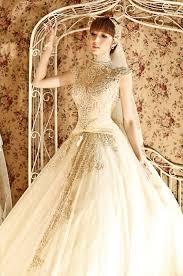 may ao cuoi sang trọng và lấp lánh với áo cưới màu ánh