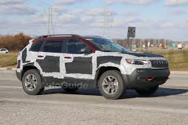 small jeep cherokee 2019 jeep cherokee trailhawk spied with updated fascia autoguide