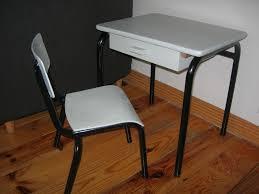 petit bureau d écolier et sa chaise assortie avant après la