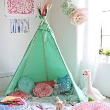 tipi enfant chambre décoration tipi pour chambre d enfant décoration