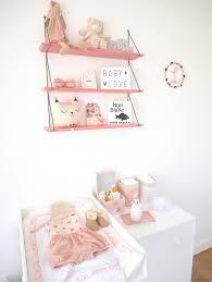 etagere chambre bebe la chambre bébé de léa le déco des mamans