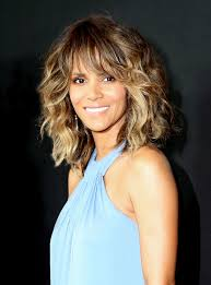 harry berry hairstyle halle berry has a new hair color see her as a blond glamour