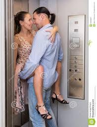 l amour dans le bureau amour à l ascenseur de bureau image stock image du beau