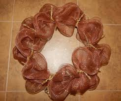 how to make a mesh wreath 30 diys with guide patterns