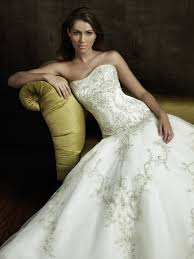 the pros and cons of strapless wedding dresses u2014 marifarthing blog