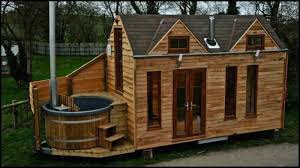 amazing tiny house on wheels with built in tub