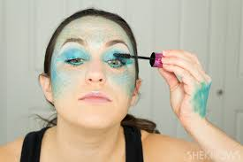Looking For Halloween Costumes How To Totally Master Instagram U0027s Halloween Mermaid Makeup Page 3
