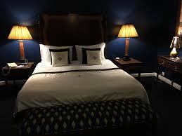 chambre nuit photo gratuite lit chambre d hôtel nuit hôtel image gratuite