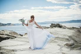 destination wedding dresses tips on choosing wedding dresses for destination weddings