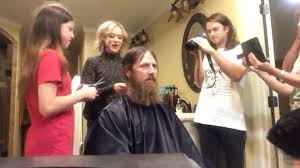 duck dynasty hair cut jase from duck dynasty shaved his beard