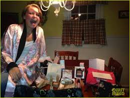 gifts for taylor swift fans taylor swift is sending her fans holiday gifts their reaction