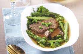 cuisiner du paleron de boeuf paleron de bœuf mijoté en nage printanière recettes de cuisine