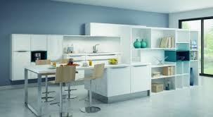 couleur cuisine blanche cuisine blanche et bleue comera peinture bleue ambiance et