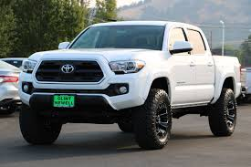 new 2017 toyota tacoma sr5 double cab in roseburg t17704 clint