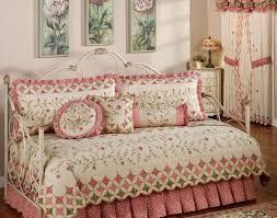 small bedroom arrangement daybed bedroom arrangement ideas best 25 small bedroom