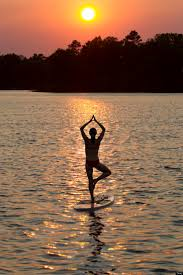10 reasons you should try yoga on a stand up paddleboard yoga