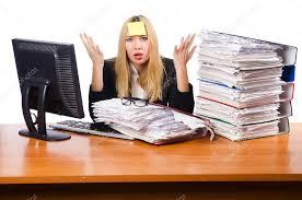 femme bureau femme occupée à travailler au bureau photographie elnur 31868747