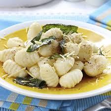 cuisiner les gnocchis cuisine vapeur gnocchis au beurre de sauge magicmaman com